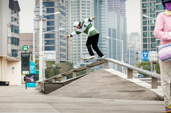 Torey Pudwill performs a backside tailslide during the fliming of Flatbar Frenzy in Seoul, South Korea on 27 September, 2016.